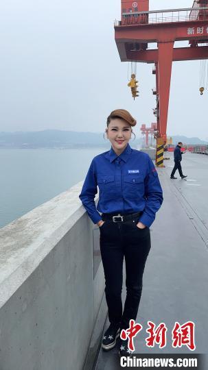 中国知名草原歌手乌兰图雅推出新歌《亲亲的草原美丽的家》