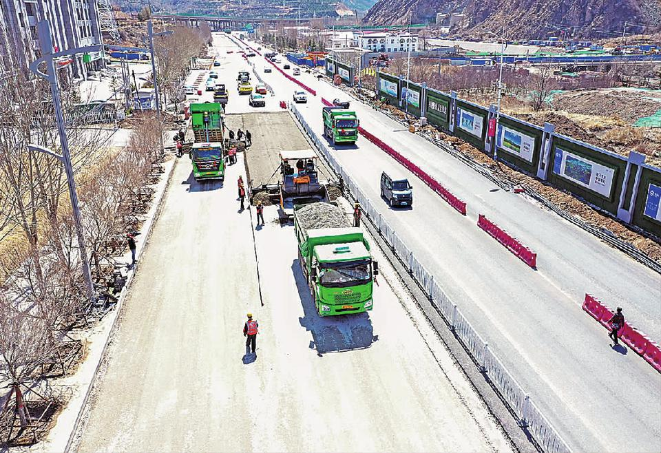 崇礼:加快实施道路改造提升工程