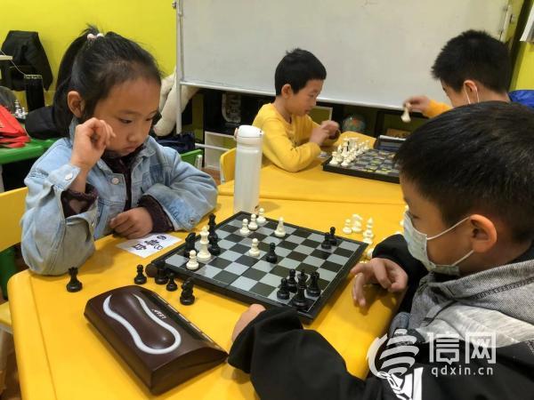 """国家级大咖来当裁判 """"小神龙杯""""国际象棋锦标赛完赛"""
