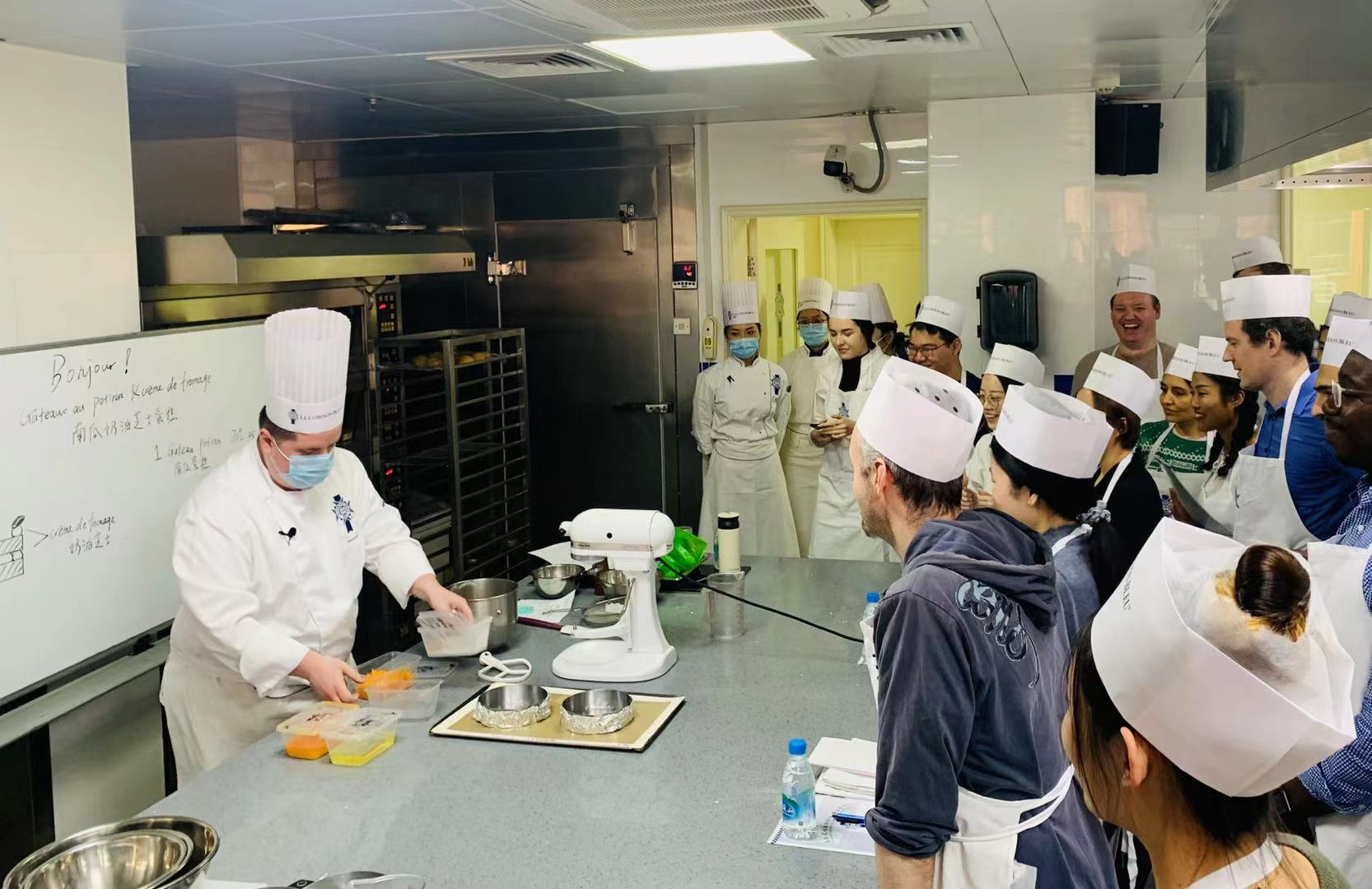在上海蓝带厨房里开启一场中西合璧的舌尖之旅