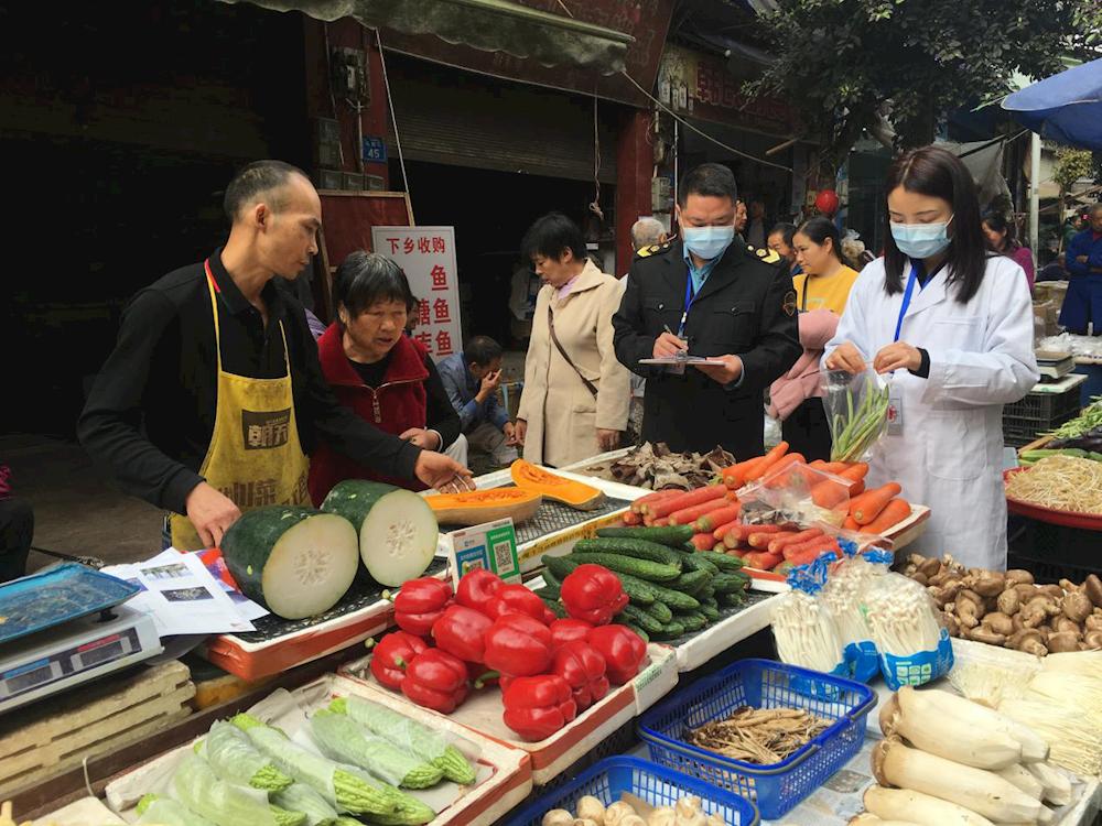 我为群众办实事 纳溪区市场监管局开展食用农产品专项快检工作