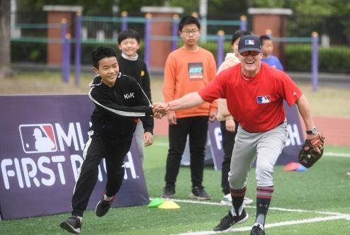 """让更多孩子喜欢上它!MLB First Pitch棒球公益课扬州""""开球"""""""