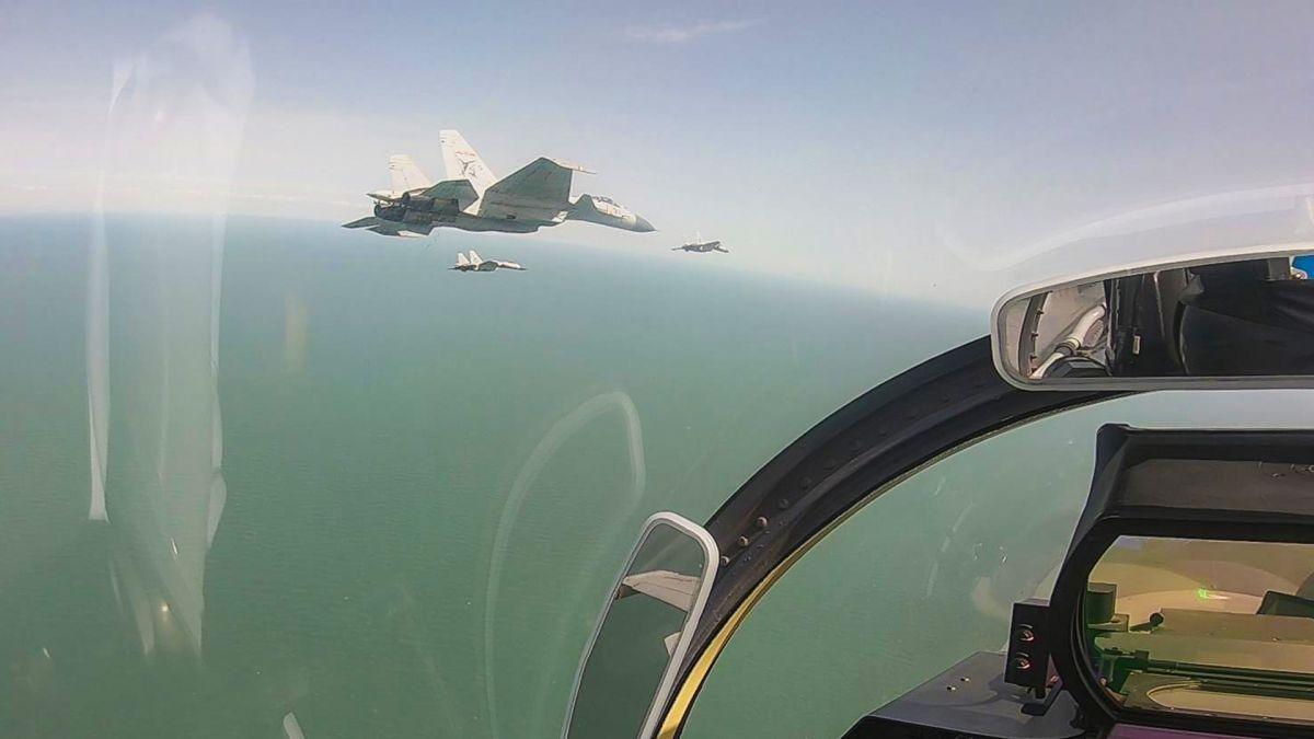昼夜出击舞利剑:直击海军航空大学某训练团年度首次跨昼夜飞行训练