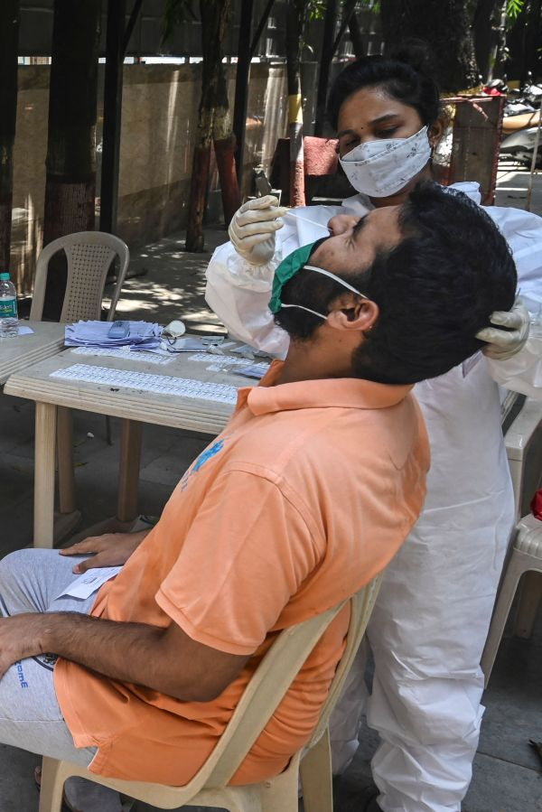 """法媒:印度""""双重变异""""病毒引发担忧"""