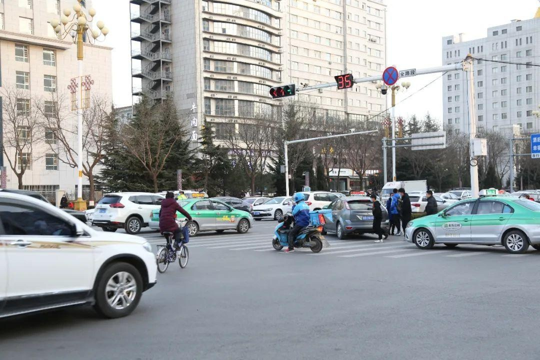 中国人民公安大学教授、博士生导师王军利一行应邀来我市指导城市综合交通管理工作