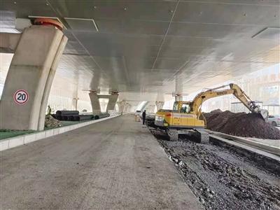 加速匝道建设 修复破损路段 记者探访金海高架桥西段改造情况