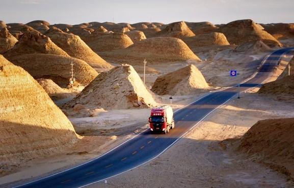 在青海,有一个地球上最像火星的地方,还藏有国内少见的美景