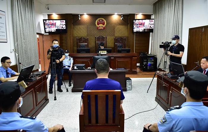 广西首例高空抛物入刑:男子自20楼扔下柜门凳子等被判刑