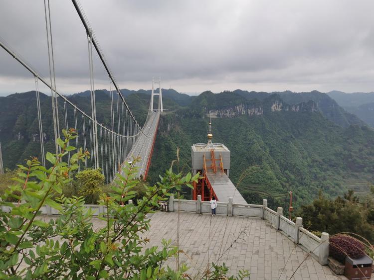 """沿着高速看中国丨高山深谷飞虹出 矮寨大桥""""引燃""""湘西旅游产业"""