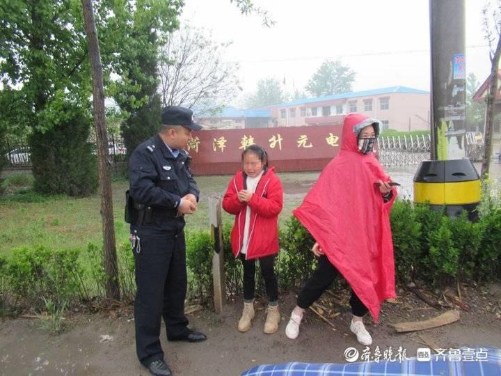 菏泽曹县:9岁女孩赌气跳车后寻短见,民警竭力说服送回家