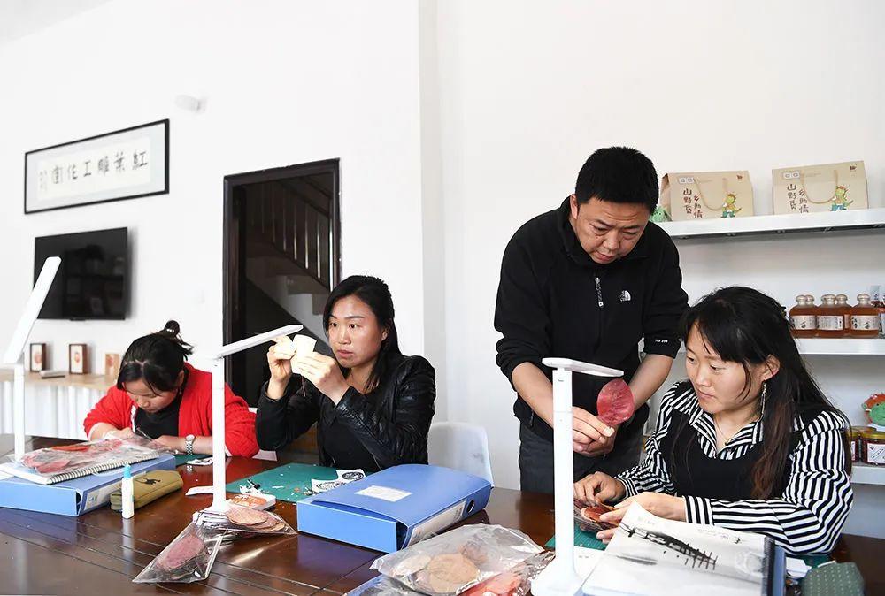 """小三峡有了""""红产业"""",村民日子更红了钱包更鼓了"""