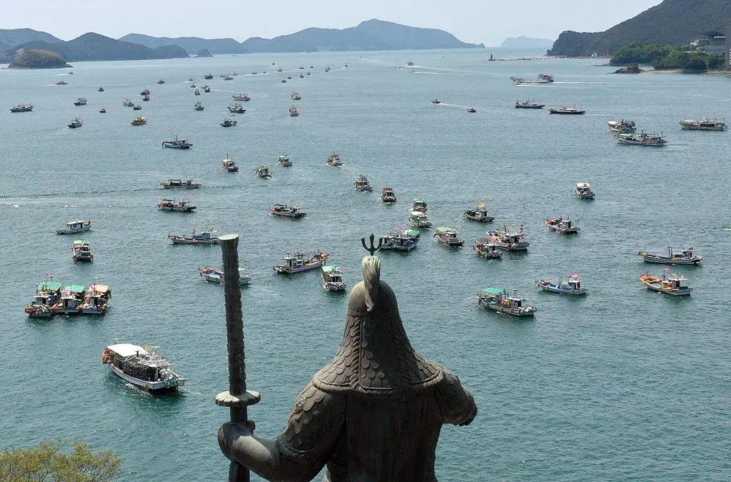 韩国200艘渔船出动抗议日本排污,地点意味深长!