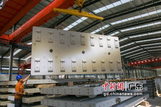 赣深铁路广东段建设新进展 无砟轨道板预制全部完成图片