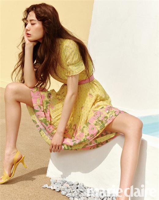 歌手兼演员NANA最新时尚画报公开 轻松展现大胆姿势尽显多彩魅力