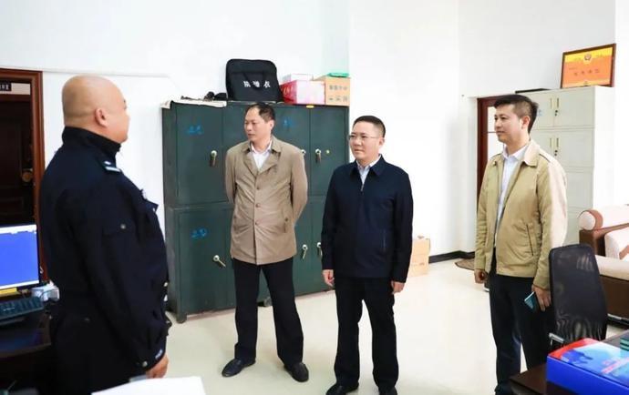 永福:唐芳顺县长到永福县公安局调研禁毒工作