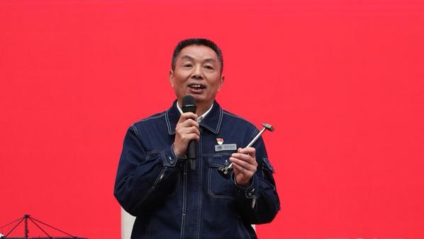"""党员代表走进国新办丨""""60后""""许启金:当一名好电工 让百姓用上""""放心电"""""""