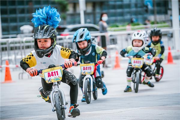 中国首届儿童滑步车超级联赛启航,万达体育助力滑步车运动发展