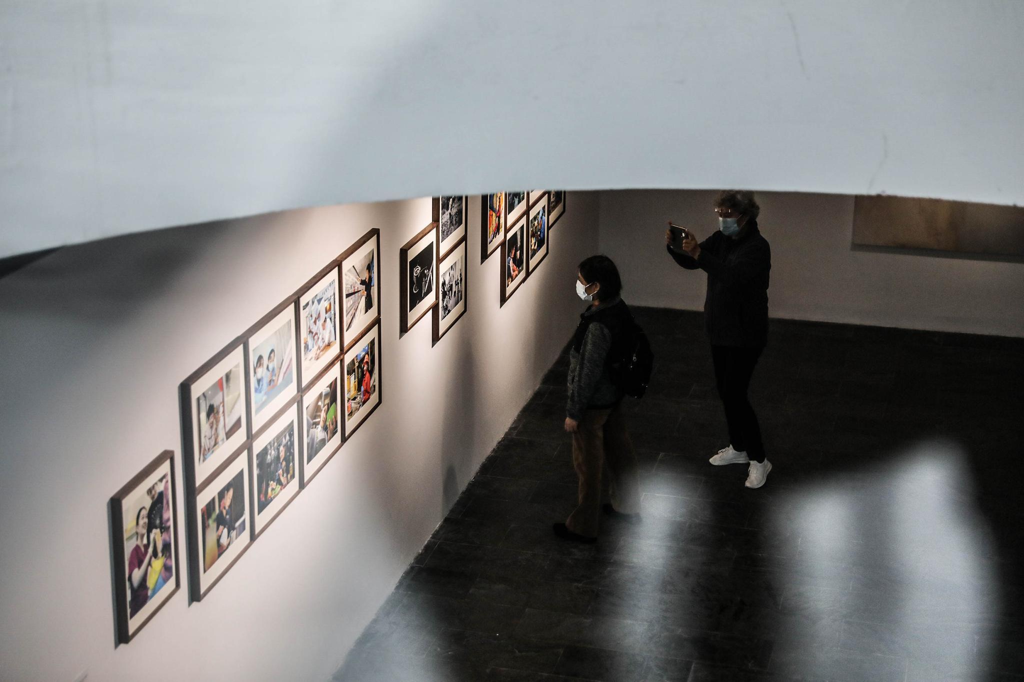 """美术与影像跨界融合,""""瞬间,在场——予她同行"""" 艺术展展现百年中国女性力量成长之路"""