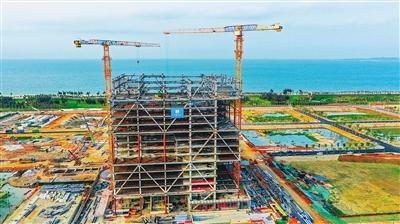 海南国际能源交易中心大厦项目钢结构封顶