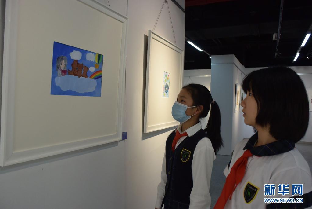 """天津举行儿童公益画展关爱""""星星的孩子"""""""
