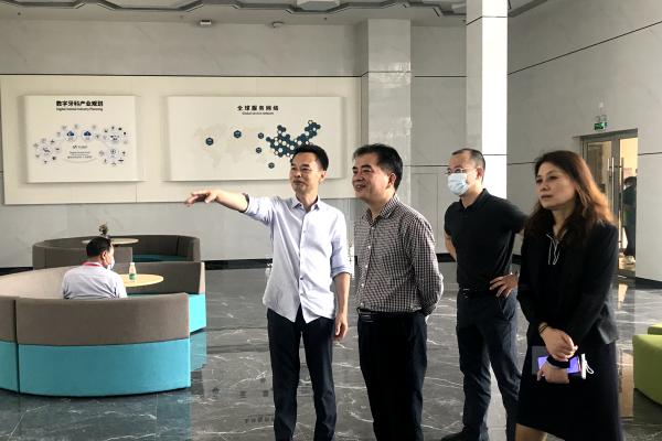 深圳市市场监管局党组成员、食品药品安全总监王利峰调研我市义齿龙头企业