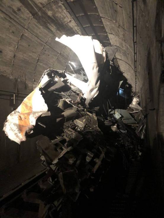 """台铁""""太鲁阁号""""408次列车产生出轨,车厢受损变形。图自台湾团结消息网"""