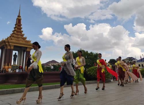 柬埔寨部分省市实施宵禁 官方扩大疫苗接种范围