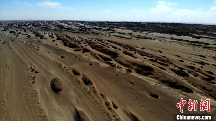青海俄博梁雅丹五一正式对外开放 感受地球上最像火星的地方