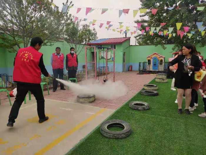 阳信水落坡镇平安志愿者服务分队助力幼儿园消防安全
