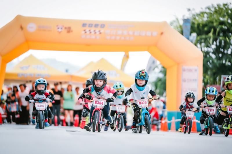 中国首届儿童滑步车超级联赛启航