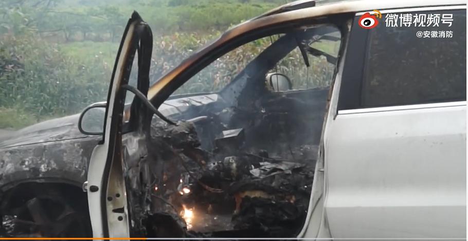 宣城:油门刹车双失灵车辆随即自燃  车主跳车获救