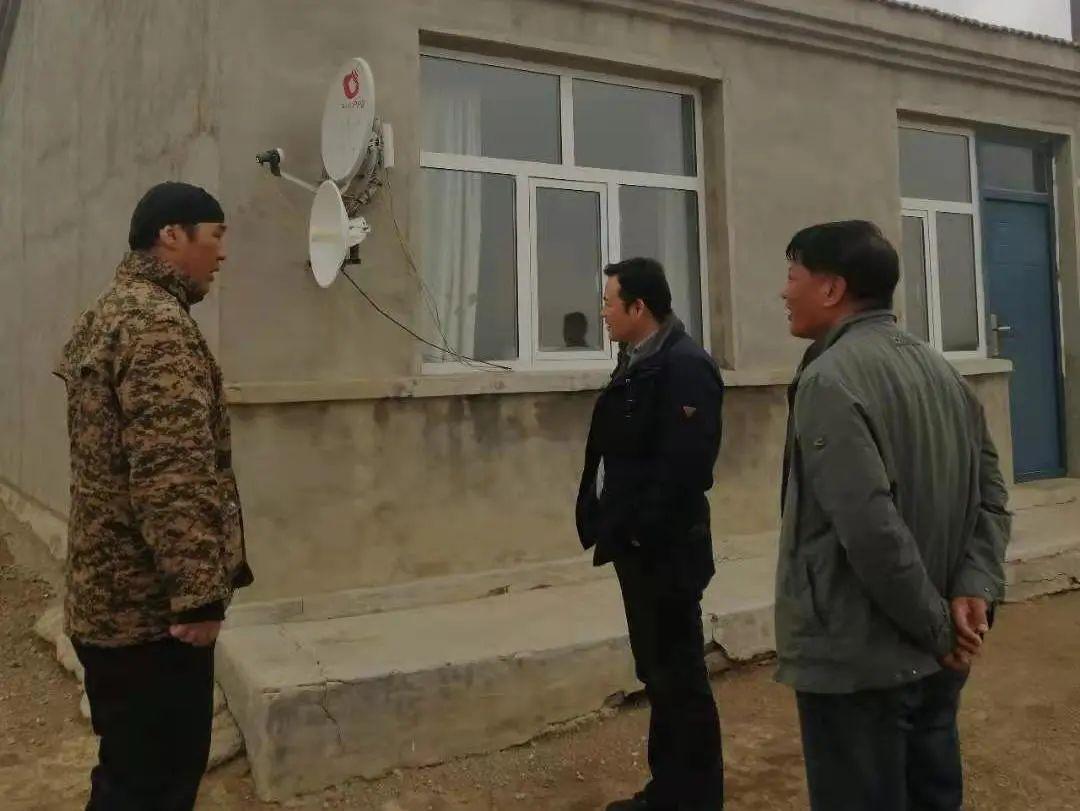 关注 | 锡林郭勒盟文体旅游广电局深入边境牧区开展非法卫星电视地面接收设施专项整治检查工作。