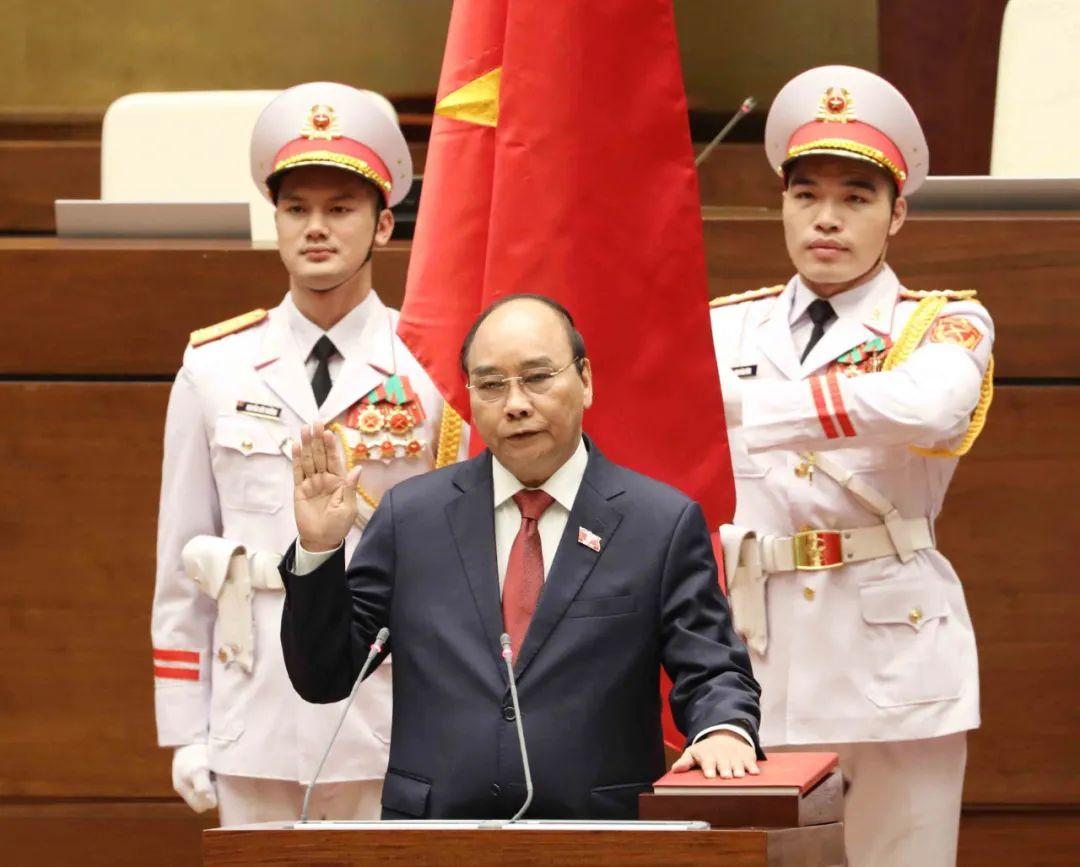 """越南选出国家主席和总理 """"四驾马车""""全部亮相"""