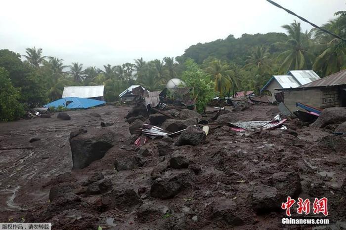印尼东努沙登加拉省洪灾已致128人死亡 72人失踪