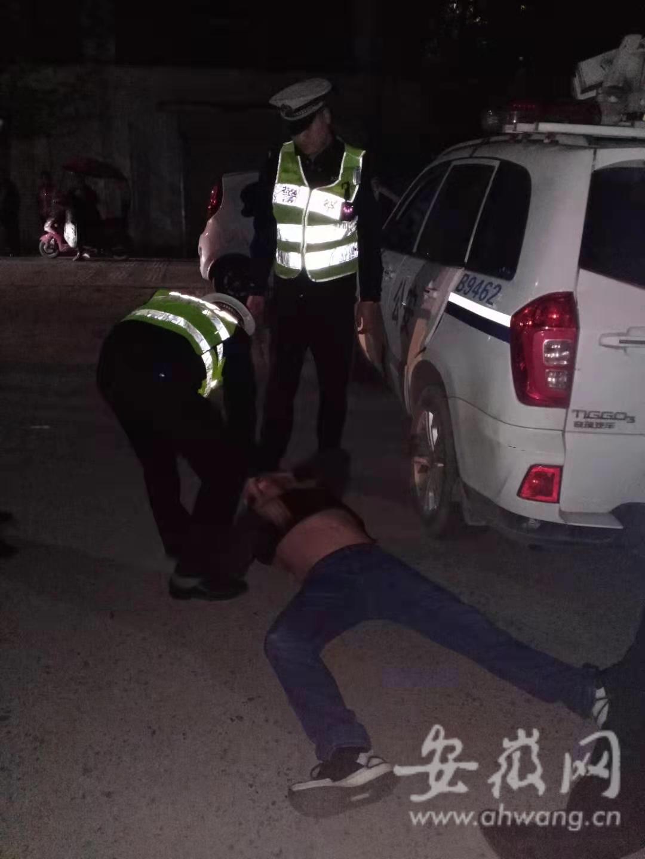酒驾被查拒不配合 芜湖一男子现场耍酒疯