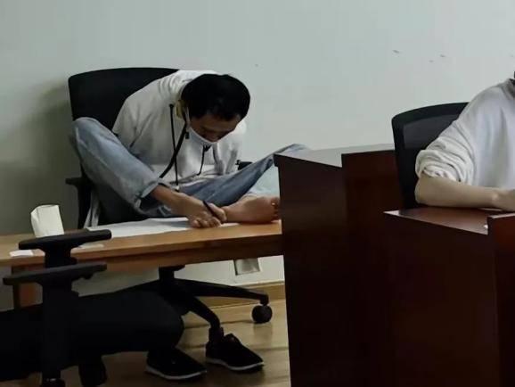 考场用脚写字,无臂少年彭超考上同济大学研究生