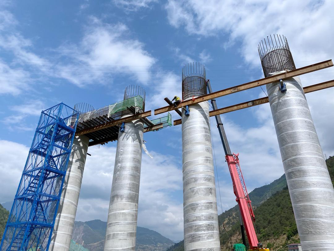 峨漢高速又一控制性工程大巖隧道雙幅貫通