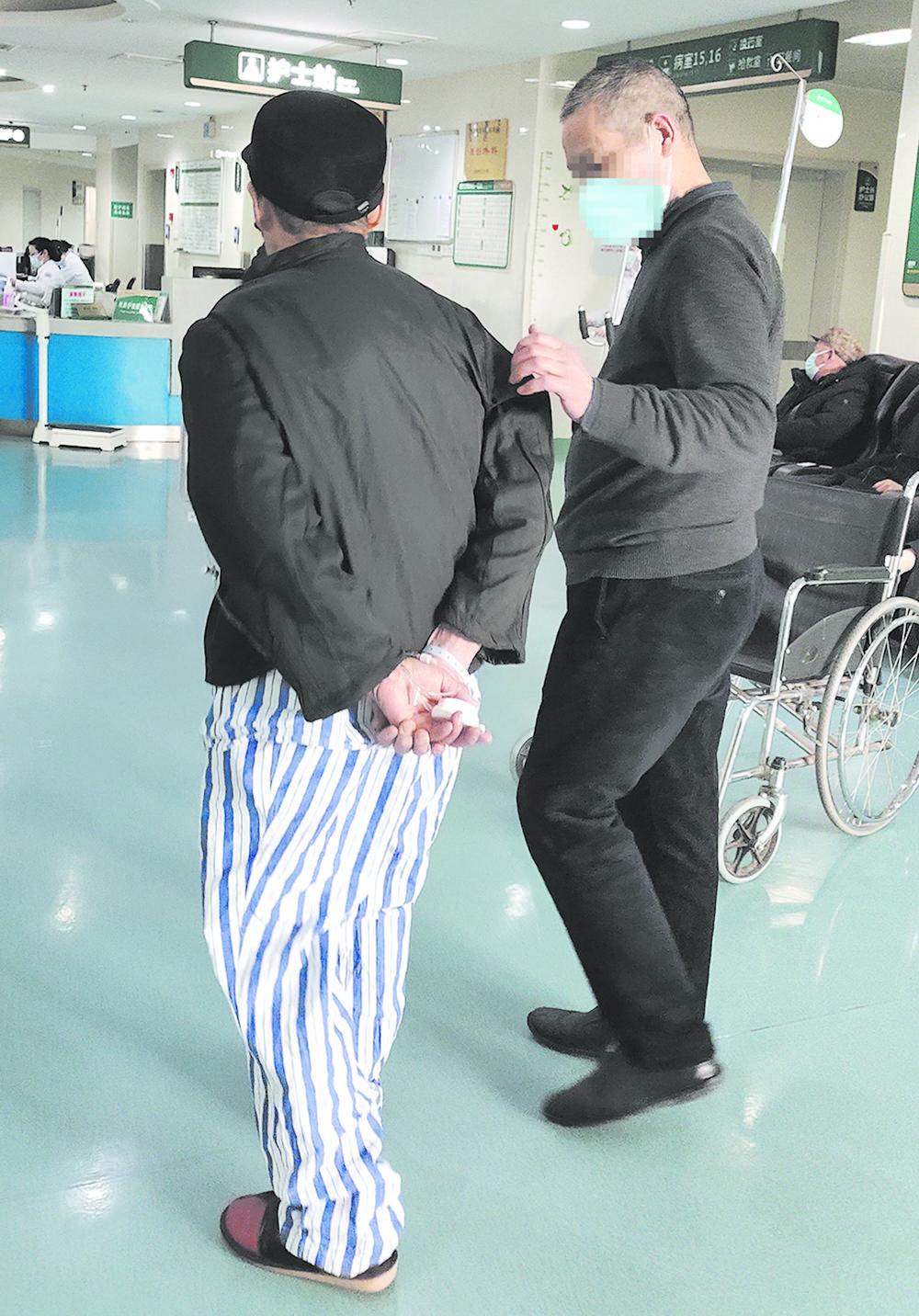 99岁老人被疝气折磨 终于在这里得到治疗