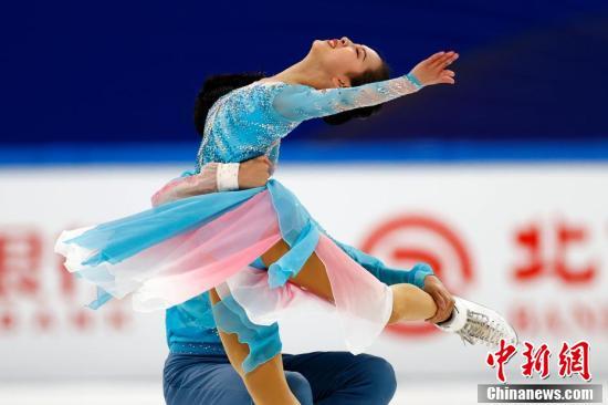 """""""相约北京""""冰上项目测试活动花样滑冰比赛在首都体育馆进行"""