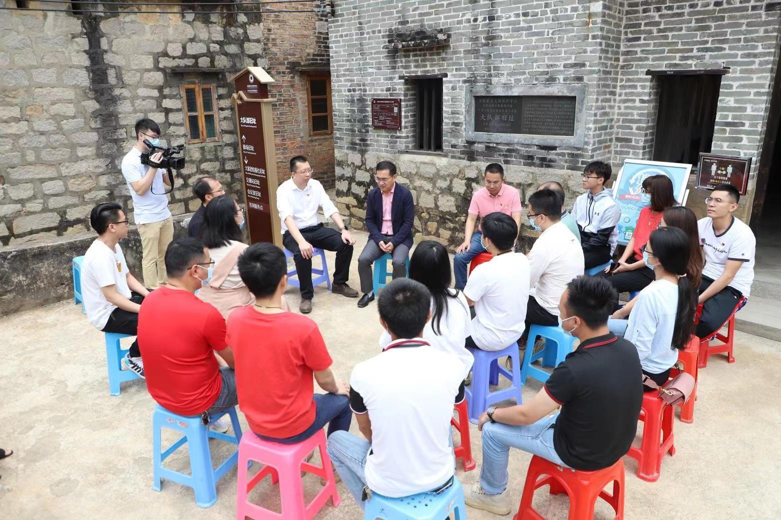 党史学习教育市委宣讲团走进革命老区大岭山