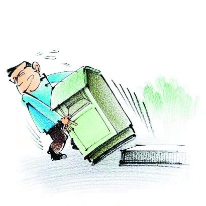 频频偷盗回收箱内衣物 最后连箱子也一锅端
