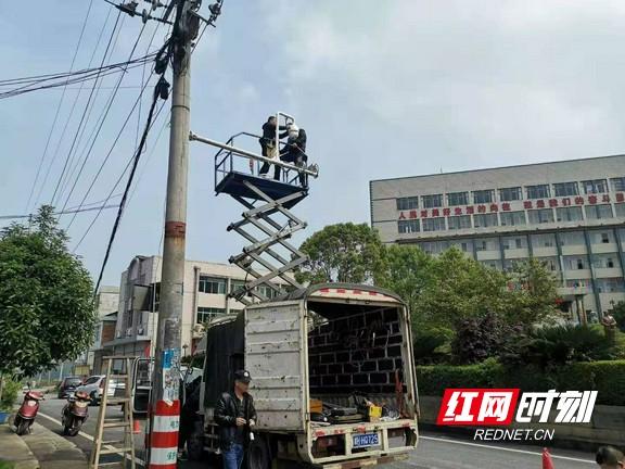 桃江县马迹塘镇:注意!安装高清监控摄像头 让交通违法行为无处遁形