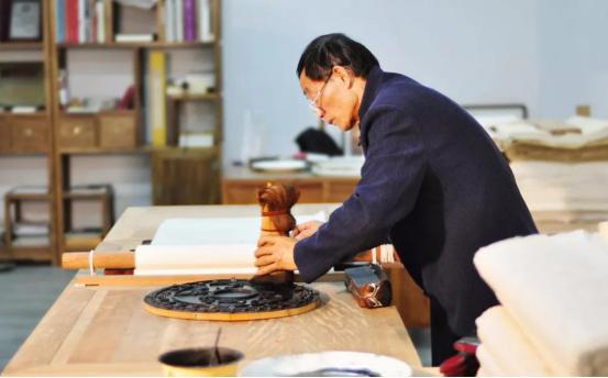 非遗寻访|梨木上的墨香四溢——李江民与雕版印刷