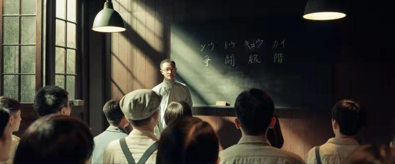 """《1921》聚焦上海革命干部""""红色摇篮"""" 张若昀为演绎青年刘少奇苦学俄语"""