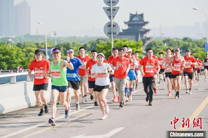 2021长株潭城市群大型体育赛事系列活动启动 吸引1.4万名跑者