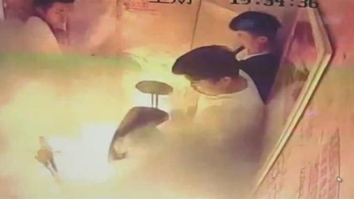 电瓶车电梯内爆燃事件:5月龄女婴仍未脱离生命危险