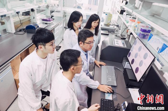 """中国新发传染病流行病学专家与新冠病毒""""竞速"""""""