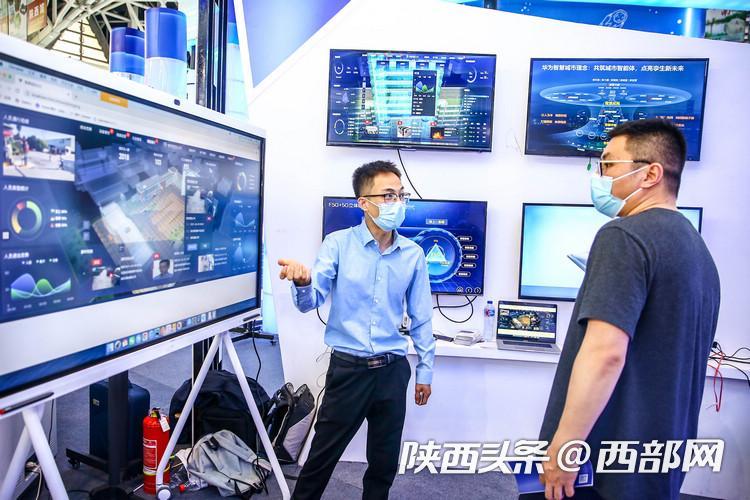 """丝博会里的""""高精尖"""" 高新区电子信息产业成果超炫酷"""