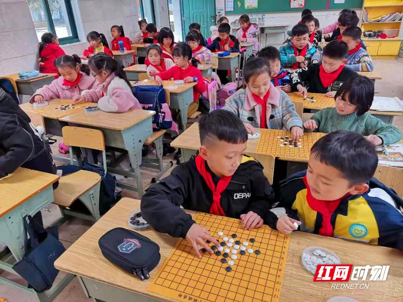 17校近万人参与 五子棋中小学生春季赛成云动会参赛最多单项赛事