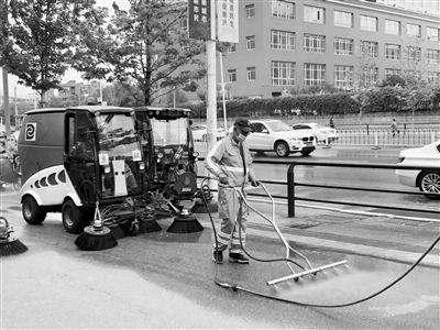 街路精细化清扫 一台设备相当于5个环卫工人作业量